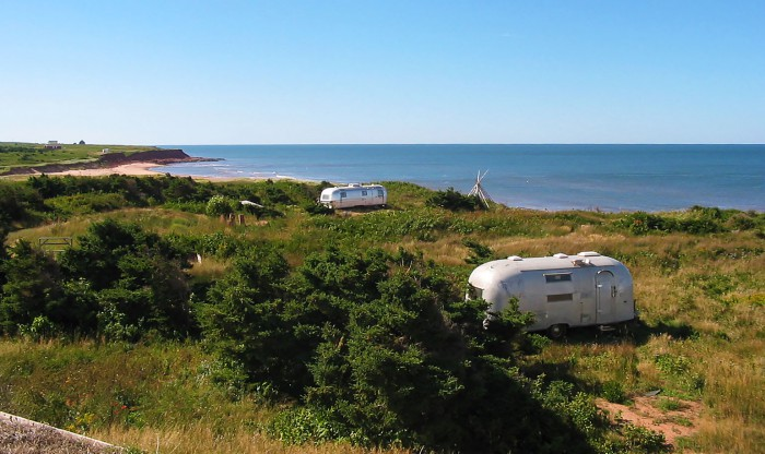 Airstreams along the cliffs